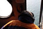 Спутник_Спасатели на вертолете искали  моряков с затонувшего в Крыму плавучего крана