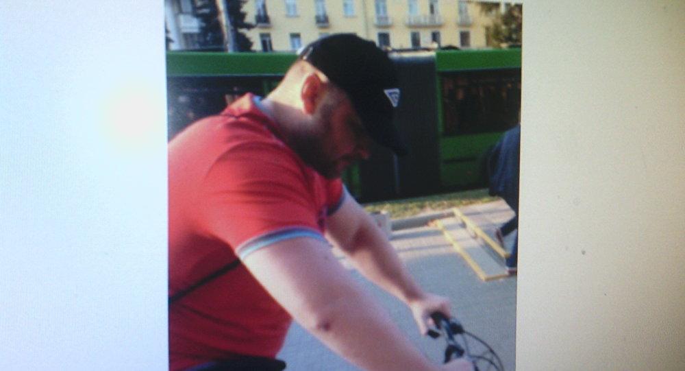 Очередной велосипедист подрался спрохожими: его разыскивает полиция