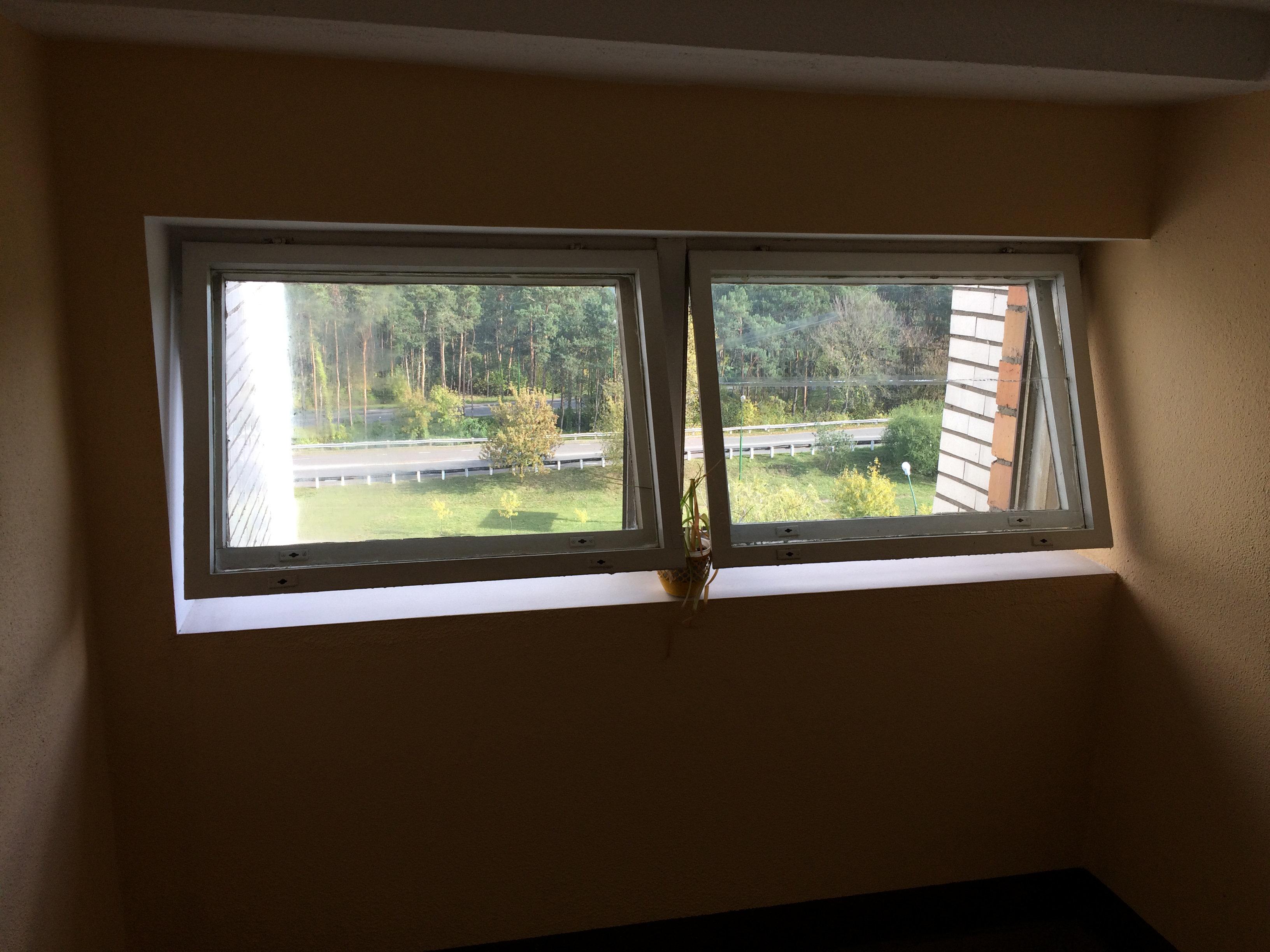 Открытые окна в Доме ветеранов в Бресте