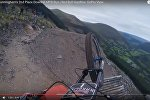 Лепш не паўтараць: велагоншчык засняў экстрэмальны спуск па скале