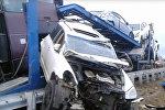 Пассажирский автобус Москва-Ереван врезался в стоящий на дороге грузовик-автовоз