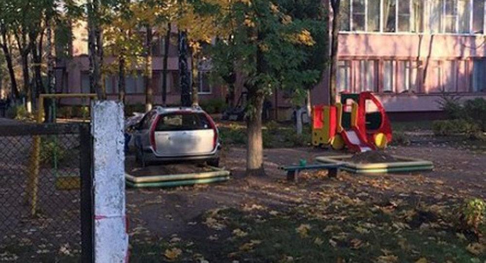 ВМинске Ситроен снес ограду детсада