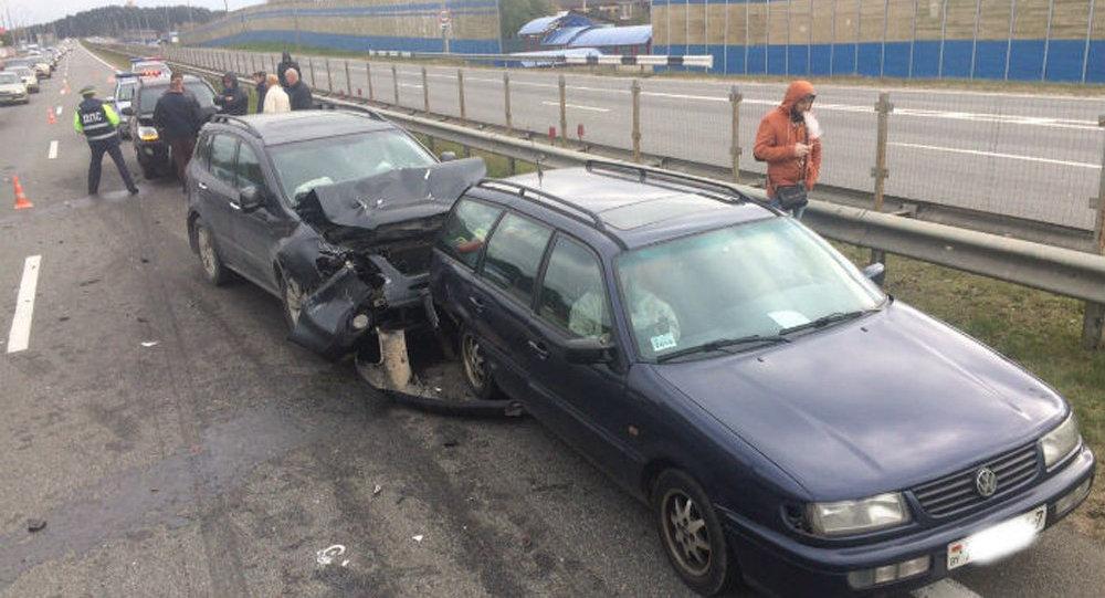 Массовая авария неподалеку от Минска: столкнулись шесть легковых автомобилей