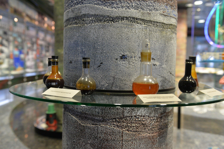 Образцы нефти в музее