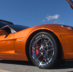 СПУТНИК_Chevrolet Corvette: сотні легендарных спорткараў выехалі на вуліцы ў ЗША