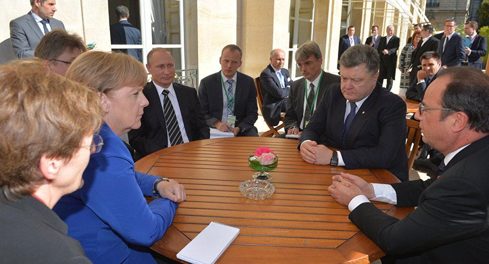 Порошенко иОлланд приняли приглашение Меркель нанормандскую встречу вБерлине