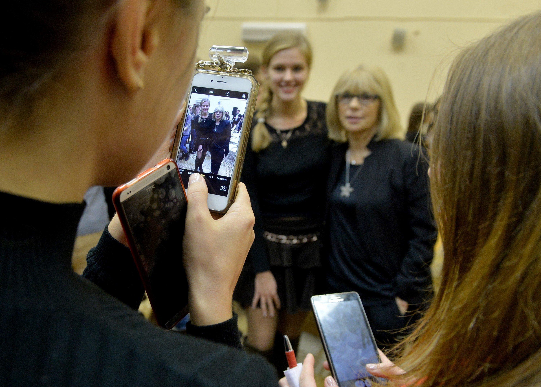 Поклонники задавали Глаголевой много вопросов и просили сфотографироваться с ними