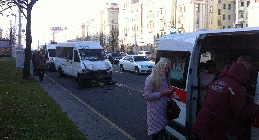 Около 11 человек пострадали в итоге столкновения 2-х маршруток вМинске