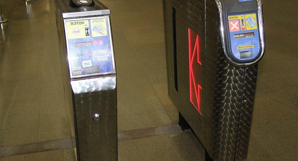Станцию метро «Спортивная» закрывали начас из-за бесхозного чемодана