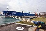 Азербайджанский танкер в порту Одессы