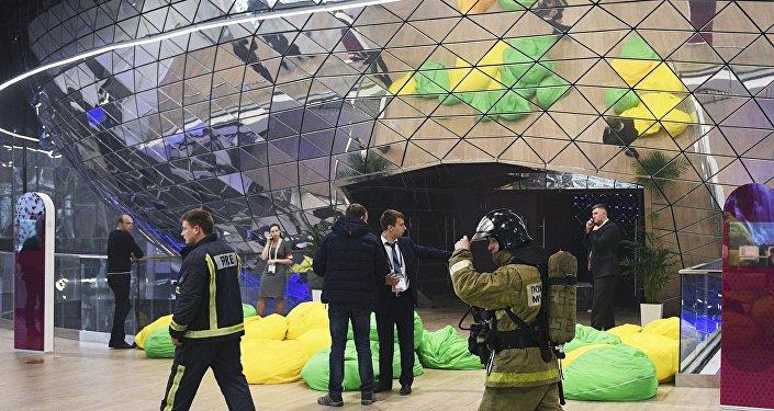 Медведев никуда неуезжал изСколково после эвакуации