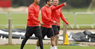 Футболисты Манчестер Юнайтед Маркос Рохо, Генрих Мхитарян и Уэйн Руни (слева направо)
