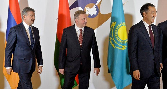 Медведев примет участие в совещании Совета глав правительств стран СНГ вМинске