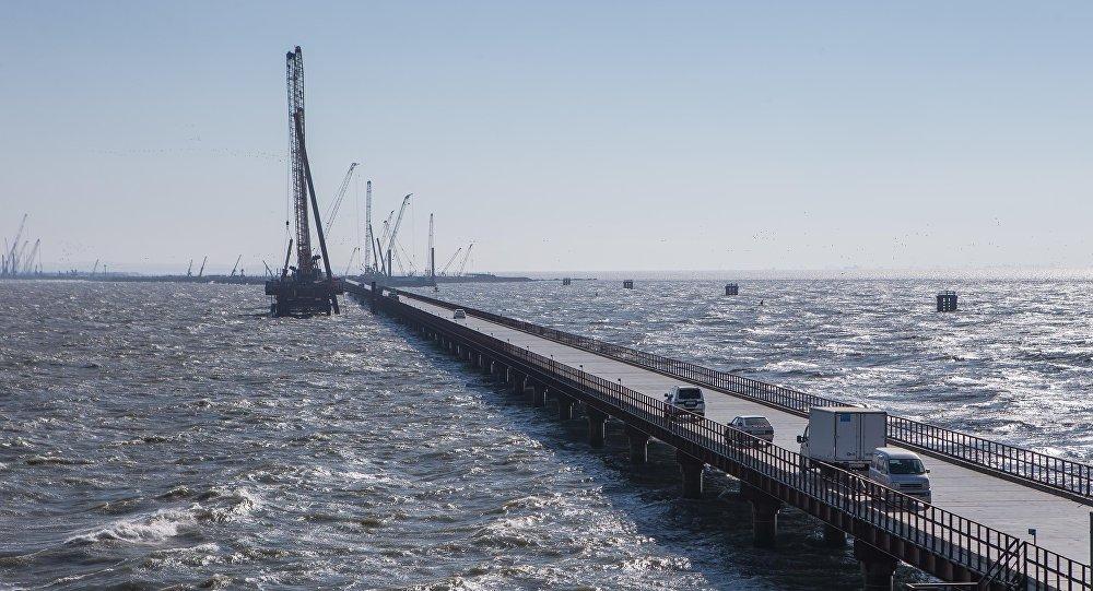 Строители Крымского моста перевыполнили годовой план поколичеству возведенных опор