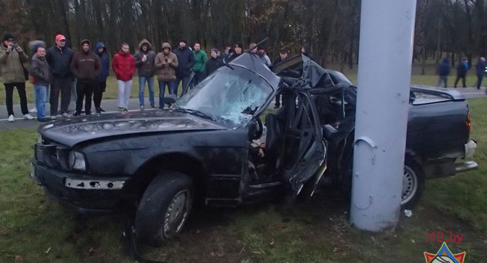 Шофёр БМВ вМинске врезался встолб наПартизанском проспекте