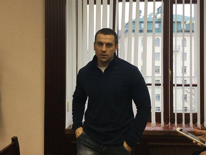 ВМинске судят подростка, который обвиняется внападении наомоновца