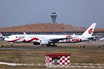 Самолет в аэропорту Пекина, архивное фото