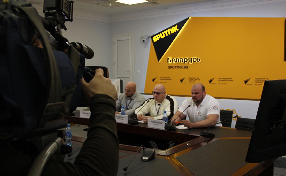 Съемочная группа Белтелерадиокомпании работает на пресс-конференции в МПЦ Sputnik