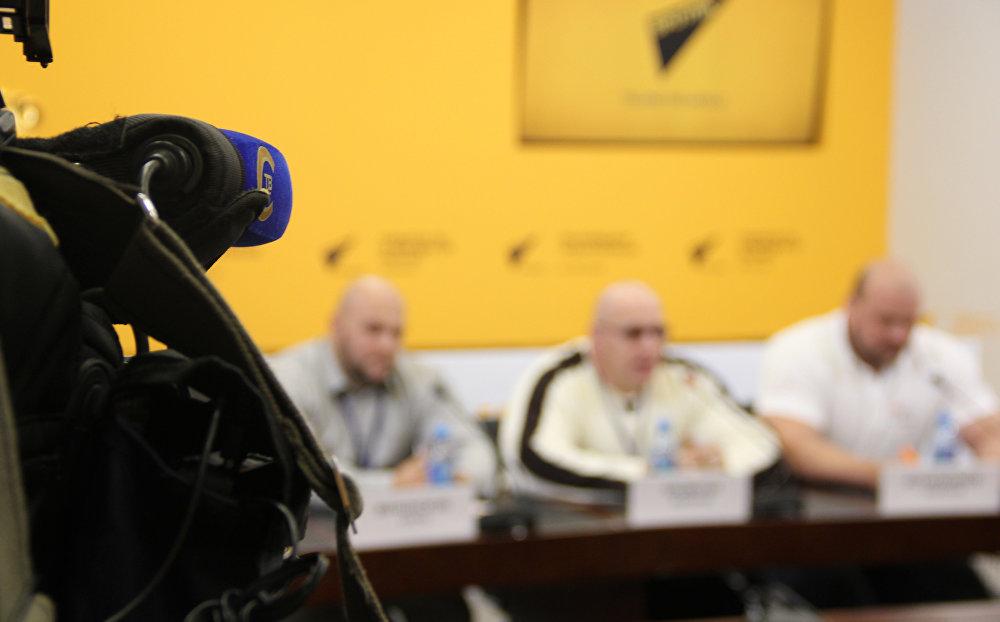 Телеканал СТВ работает на пресс-конференции в МПЦ Sputnik