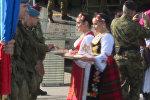 СПУТНИК_Российских и белорусских десантников встретили в Сербии хлебом и солью