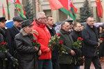 Коммунистическая партия Беларуси возложила цветы к памятнику Ленину