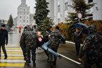 Задержание оппозиционеров возле МТЗ