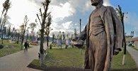 Помнік Леніну вярнулі ў сквер перад заводскай прахадной па просьбах ветэранаў-трактарабудаўнікоў