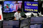 Обменный курс японской иены к доллару США в одной из торговых компаний Токио