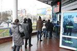 Минчане возле обменного пункта, архивное фото