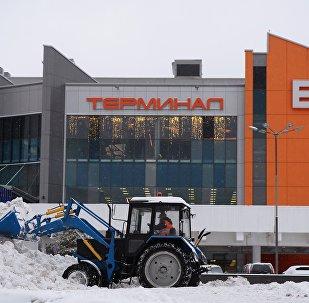 Уборка снега в Москве в аэропорту Шереметьево, архивное фото