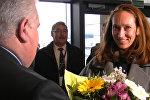 Цветами и тортом в аэропорту Минск встретили трехмиллионого пассажира