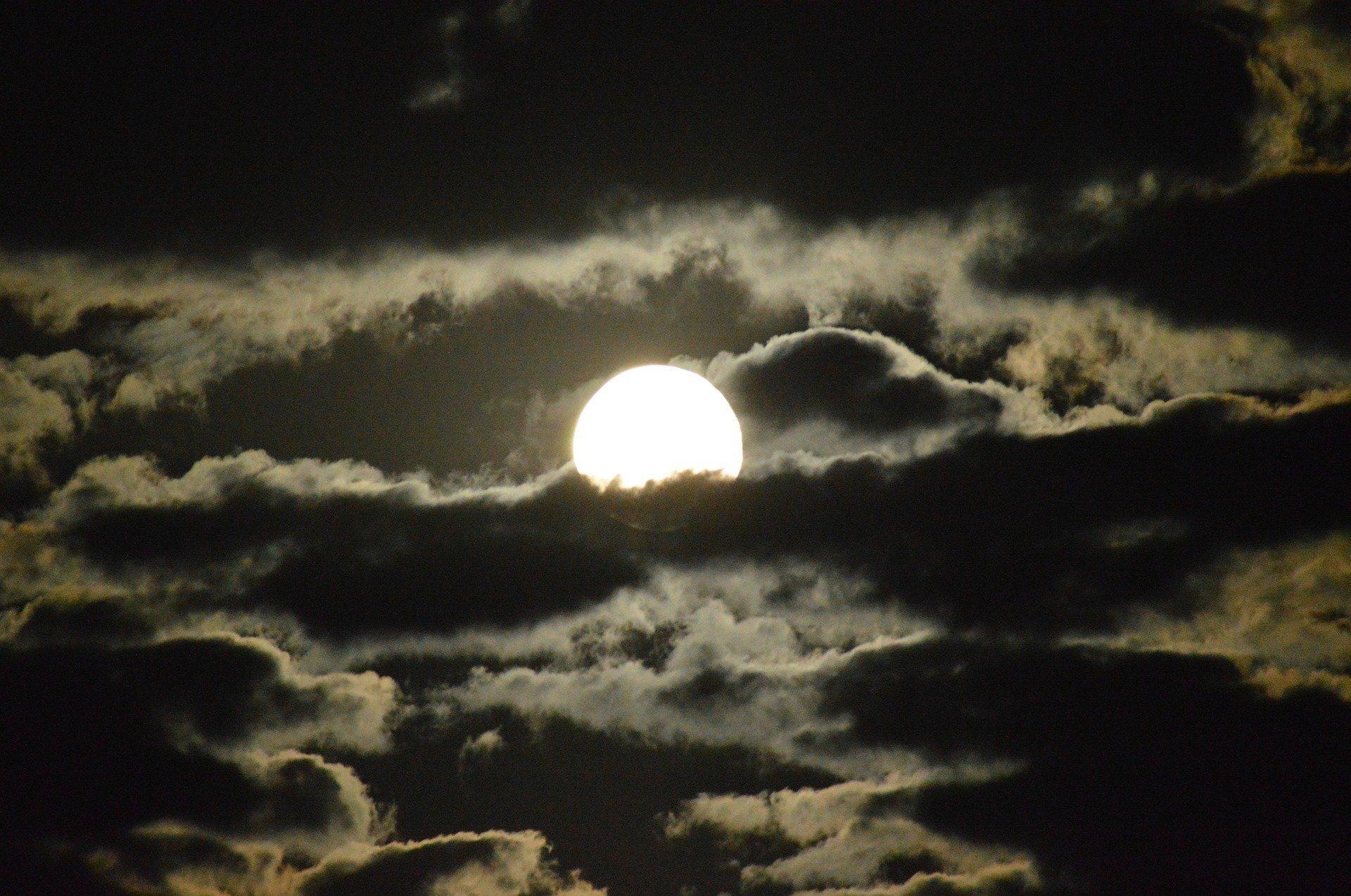 Как выглядела вАлматы самая красочная луна за68 лет