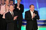 Президент РФ Владимир Путин и бессменный ведущий КВН Александр Масляков