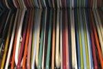 Пустые вешалки, архивное фото
