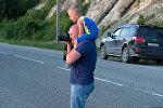 Василий Гусев с сыном, архивное фото