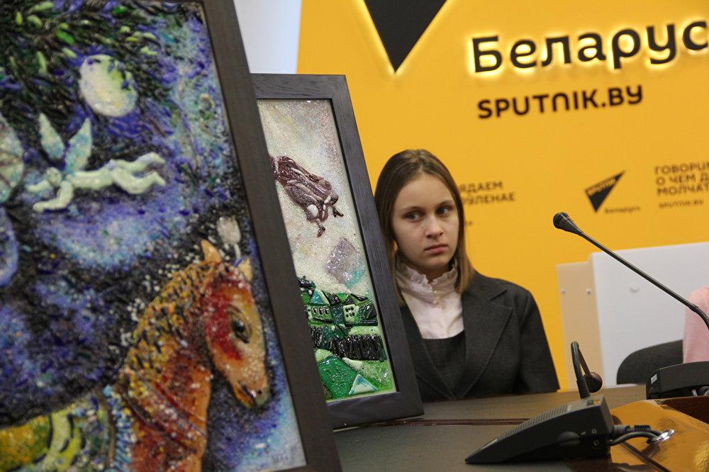 Выставка картин из стекла по мотивам произведений Марка Шагала Любовь – это полет откроется в Национальном историческом музее