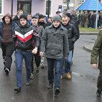 Призывники отправляются к месту службы из Минского городского военкомата