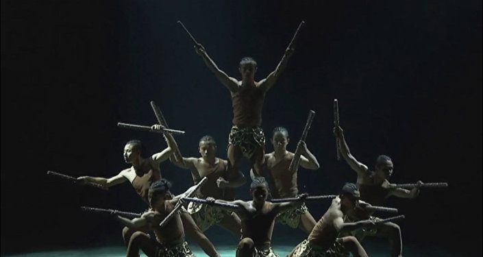 Джеки Чан прислал видеообращение поклонникам его театра.