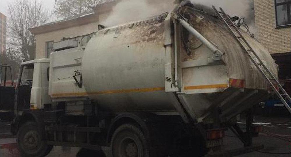 ВМинске вдвижении зажегся мусоровоз