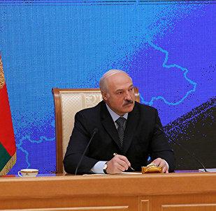 Прэзідэнт Беларусі Аляксандр Лукашэнка падчас прэс-канферэнцыі для прадстаўнікоў расійскіх рэгіянальных СМІ