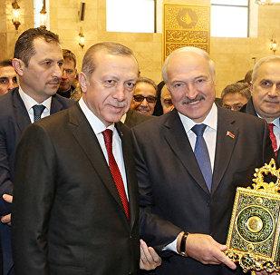 Президент Беларуси Александр Лукашенко и Президент Турции Реджеп Тайип Эрдоган на церемонии открытия Соборной мечети в Минске