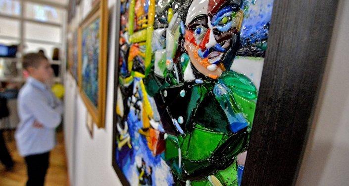 Выставка стеклянных картин