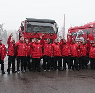 Команда МАЗ-СПОРТавто и боевые МАЗы