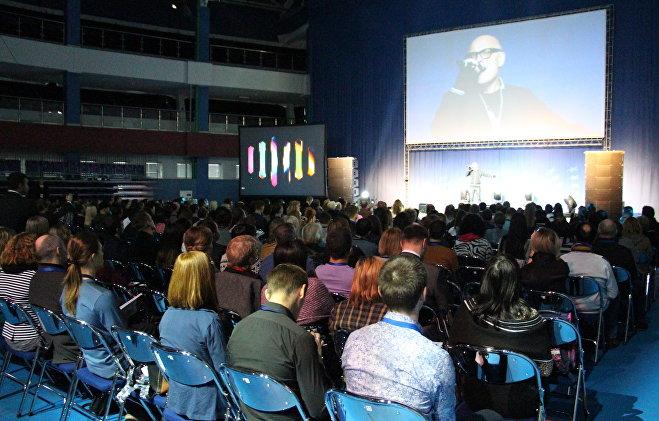 Для участников саммита пел белорусский певец Сергей Брикса