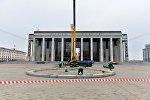 Монтаж Новогодней ели на Октябрьской площади