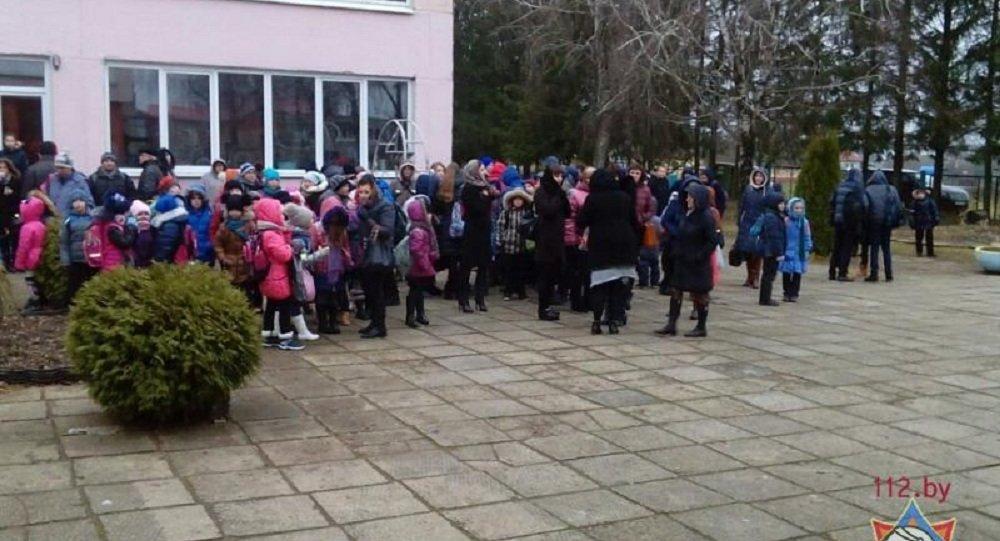 ВМинском районе изздания школы из-за задымления было эвакуировано 20 учащихся