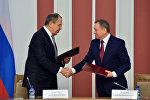 Глава МИД РФ Сергей Лавров и его белорусский коллега Владимир Макей