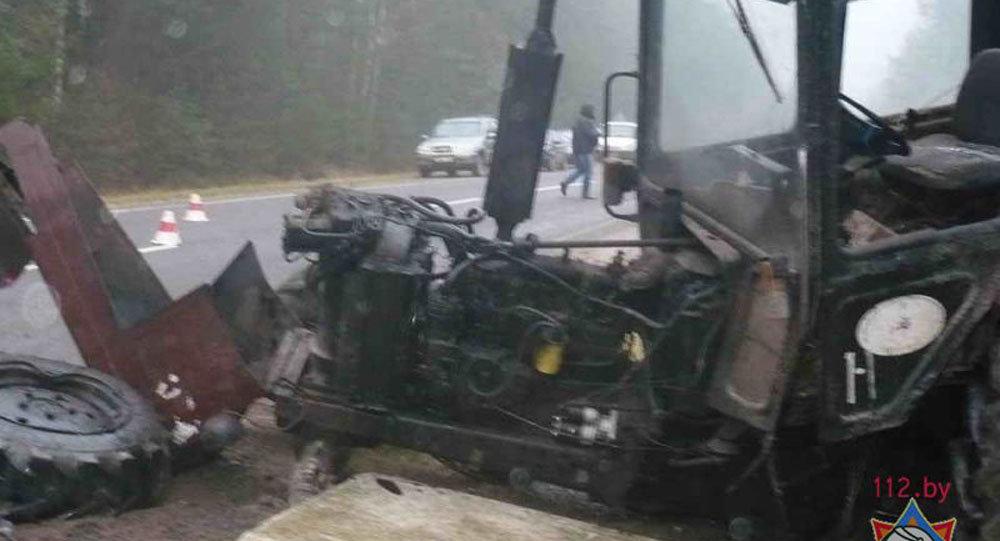 ВСвислочском районе микроавтобус лоб влоб столкнулся cтрактором
