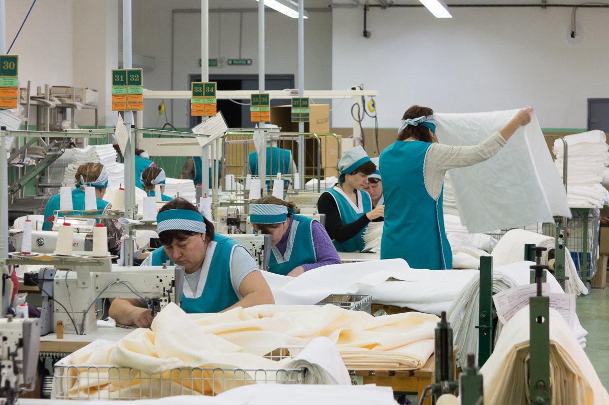 На производстве все на сдельной оплате труда - поэтому лишний раз чай пить не бегают