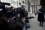 Марина Литвиненко, вдова убитого экс-агента КГБ Александра Литвиненко, зачитывает заявление у Королевского суда в Лондоне